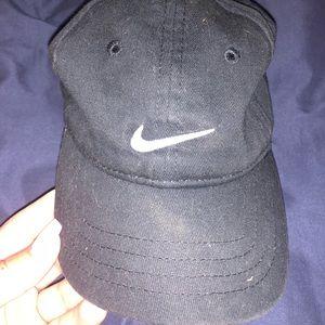 Black infant Nike hat